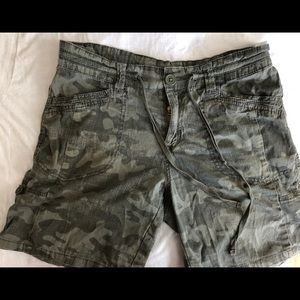 Relaxed camo shorts